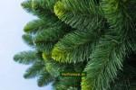 zelené umelé vianočné stromčeky