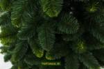umelý zelený vianočný stromček