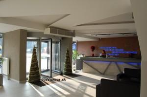 dekoratívne moderné vianočné stromčeky
