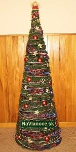 smrekový ozdobený stromček na Vianoce