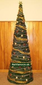 vianočný stromček ozdobený