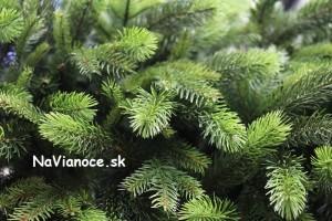 3d smrekové trojrozmerné umelé vianočné ihličie