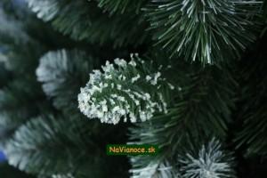 umelý stromček so snehom