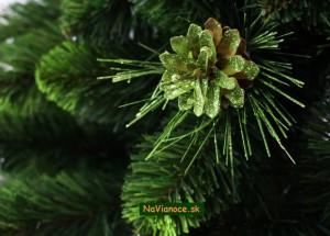 vianočný stromček so šiškou