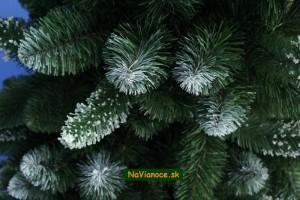 vianočný stromček snehový