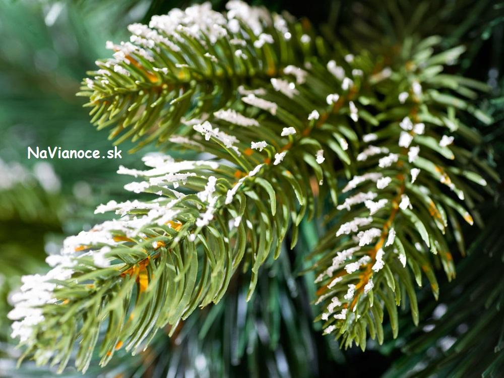5646a23f7 Biele vianočné stromčeky so snehom | Vianočné stromčeky - akciové ...