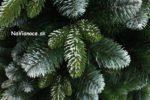 umelý zasnežený vianočný stromček