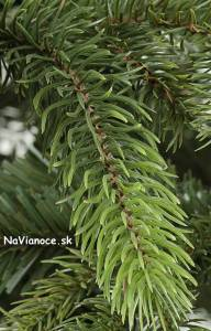 3d ihličie na vianočných umelých stromčekoch