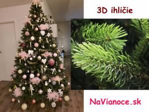 ozdobený umelý vianočný stromček